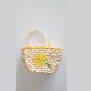 1950's Woven Handbag w Embroidered Raffia Flower